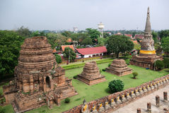 Stupas beim Wat Yai Chai Mongkhon Stockfotografie