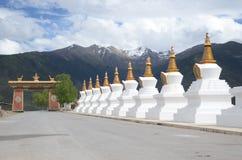 Stupas bianchi in Cina immagine stock
