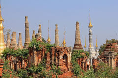 Stupas 1000 de Shwe Indien Photos libres de droits