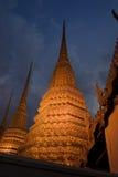 Stupas dourado em Banguecoque fotografia de stock royalty free