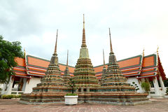 Stupas dourado no templo de Wat Phra Chetuphon Vimolmangklararm Rajwaramahaviharn (conhecido localmente como Wat Pho Buddhist Tem Imagens de Stock Royalty Free