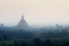 Stupas et pagodas de Bagan antiques Images libres de droits