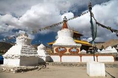 Stupas et porte d'amitié dans Leh Photographie stock libre de droits