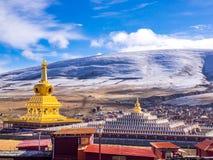 Stupas i tibetana Yarchen Gar Monastery In Sichuan, Kina Fotografering för Bildbyråer