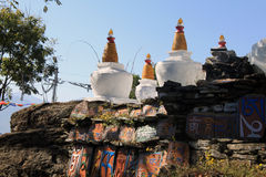 Stupas am Kloster Lizenzfreie Stockfotografie