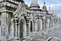 stupas Kuthodaw塔 曼德勒地区 缅甸 图库摄影