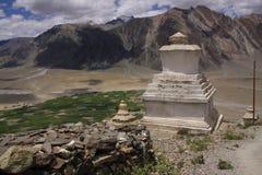 Stupas in Ladakh stockbilder