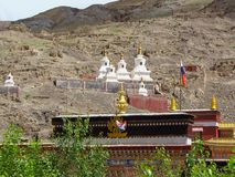 Stupas o no monastério budista de Sakya, Tibet, China fotografia de stock