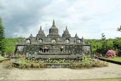 Stupas på den buddistiska templet i Bali, Indonesien Arkivbilder