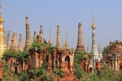 Stupas 1000 von Shwe Indien Lizenzfreie Stockfotos