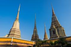 Stupas Wat Pho в Бангкоке, Таиланде Стоковая Фотография RF