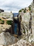 Stupore splendido di Kjaeragbolten Norvegia Immagini Stock
