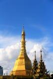 Stuppa au centre de la ville Birmanie Image libre de droits