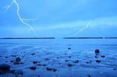 Sturm über dem Meer Stockbilder