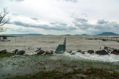 Sturm über dem See Stockbilder