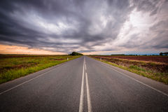 Sturm über den Feldern Lizenzfreies Stockfoto