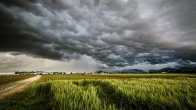 Sturm über den Feldern Lizenzfreie Stockbilder