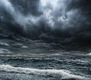 Sturm über Ozean stockbilder