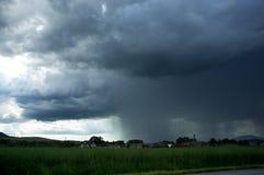 Sturm auf dem Feld Stockfotos
