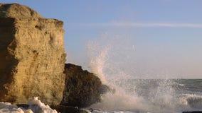 Sturm auf dem Meer bei Sonnenuntergang stock video