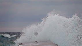 Sturm auf dem Meer bei Sonnenuntergang stock video footage