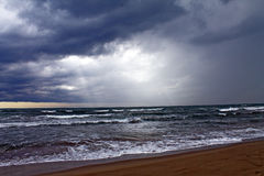 Sturm auf dem Meer in Forte dei Marmi stockbild