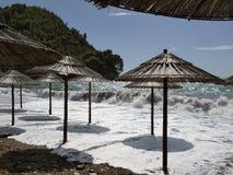 Sturm auf dem Strand Stockbild