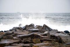 Sturm auf dem Winterstrand 1 stockfotos