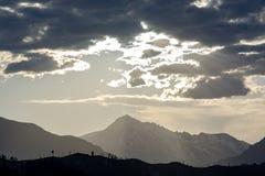 Sturm bewegt sich über Kaschmir-Berg in den Kaskaden-Bergen, Washington, US Lizenzfreies Stockfoto