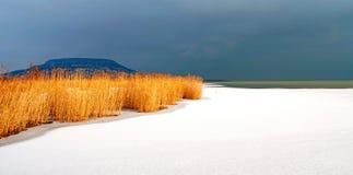 Sturm kommt in See Balaton im Winter Stockfotografie