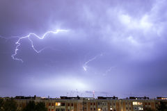 Sturm mit irgendeinem Blitzschlag Lizenzfreie Stockbilder