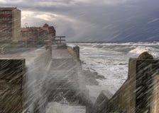 Sturm. Quay von Zelenogradsk. Baltisch stockbild