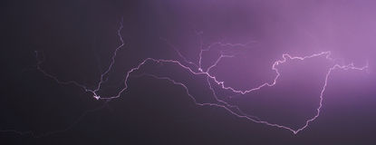 Sturm und Blitz nachts II , abstrakt Stockbild