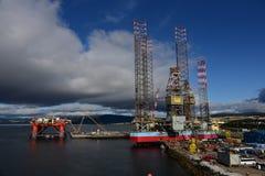 Sturm-Wolken über Hafen Invergordon Schottland lizenzfreie stockfotos