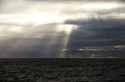 Sturm-Wolken über rauen Meeren Lizenzfreie Stockfotografie