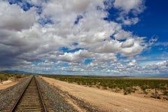 Sturm-Wolken, die über Landschaft sich bewegen Lizenzfreie Stockfotos