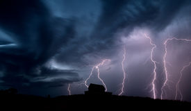 Sturm-Wolken-Saskatchewan-Blitz Lizenzfreie Stockfotos