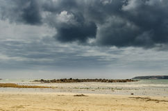 Sturm-Wolken-Strand-Szene Lizenzfreie Stockfotos