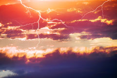Sturmgewitter bei Sonnenuntergang Lizenzfreie Stockfotos