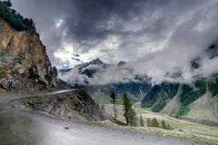 Sturmwolken über Bergen von ladakh, Jammu und Kashmir, Indien Lizenzfreie Stockbilder