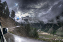 Sturmwolken über Bergen von ladakh, Jammu und Kashmir, Indien Stockbilder
