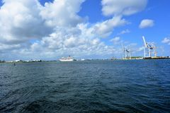 Sturmwolken über Wasser Stockbild