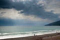 Sturmwolken auf der Küste des Schwarzen Meers Lizenzfreies Stockfoto