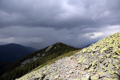 Sturmwolken in den Bergen Stockbilder