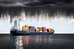 Sturmwolken und -regen stockbilder