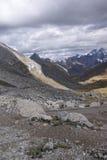 Sturmwolkenversammlung über ausgedehntem Glazial- Tal Stockbilder