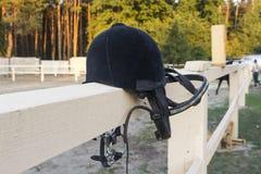 Sturzhelm für das Pferd des Reiters Stockfoto