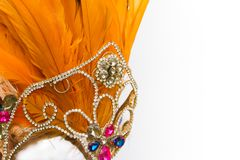 Sturzhelm verziert mit hellen Steinen und faisan Federn für Karneval stockfoto