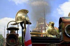 Sturzhelme auf einer alten Dampflokomotive Stockfotos