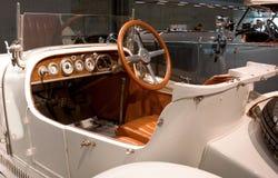 Stuttgart, Alemania - 10 de febrero de 2016: Interior del museo Mercedes-Benz Welt foto de archivo